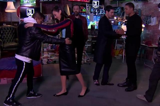 Gal Gadot baila salsa y conquista a sus fans — Mujer Maravilla sensual