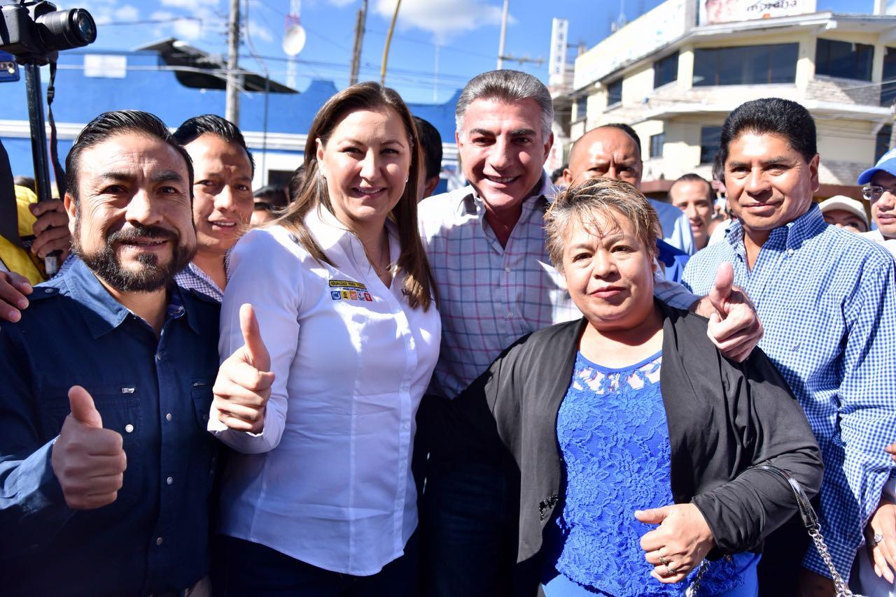 Gali y Ludoviquito P. Luche en la campaña de Martha Erika