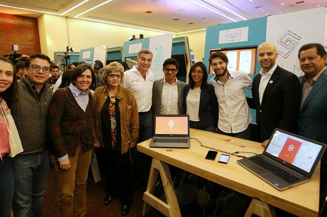 Asiste Gali al Hackatón 2017 Re-diseña Puebla