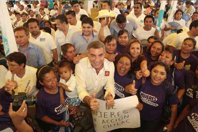 Gali reitera apoyo a las artesanas de San Gabriel Chilac