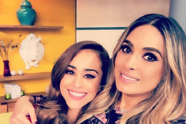 Galilea Montijo posa para foto con Yanet García y critican su sonrisa