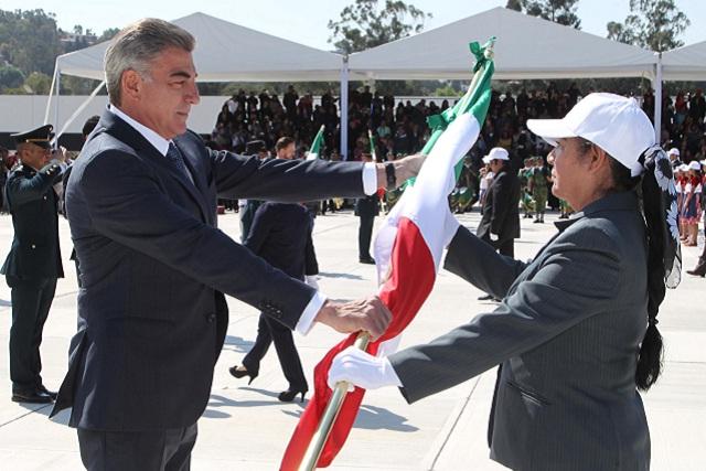 Gali encabeza conmemoración del Día de la Bandera