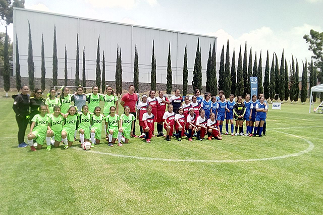Primaria CENHCH gana torneo de fútbol y competirá en Suecia