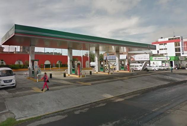 Presume AMLO como barata a gasolinera cerrada en Puebla