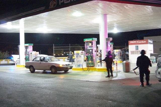 Asaltan dos gasolineras en par de horas en Mayorazgo