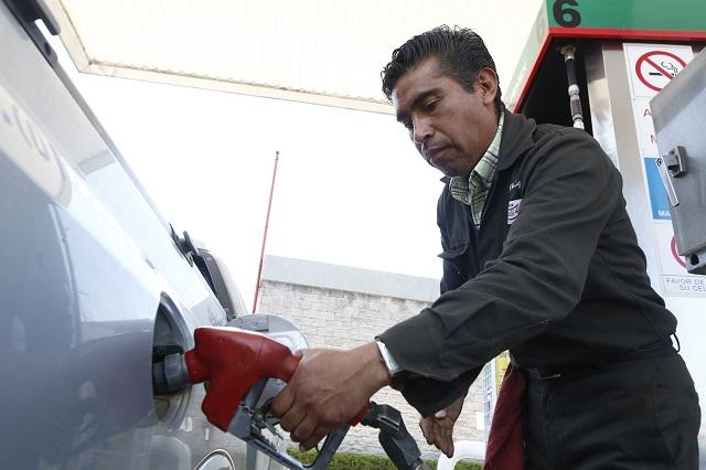 Gasolineros defienden que hay combustible pero falla distribución