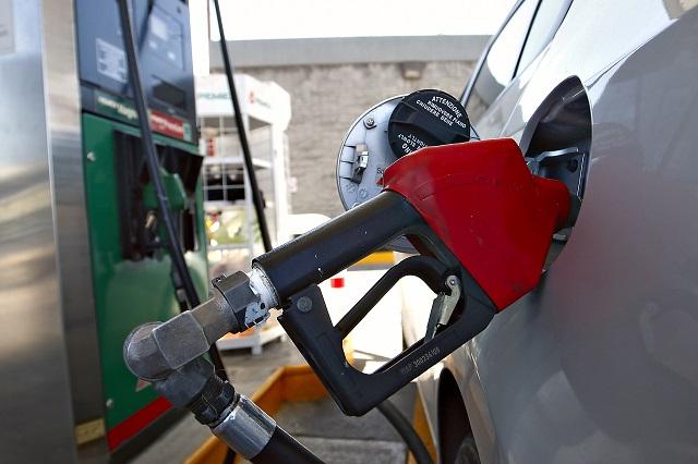 Alza en gasolinas muestra fracaso de la reforma energética, señala el COE