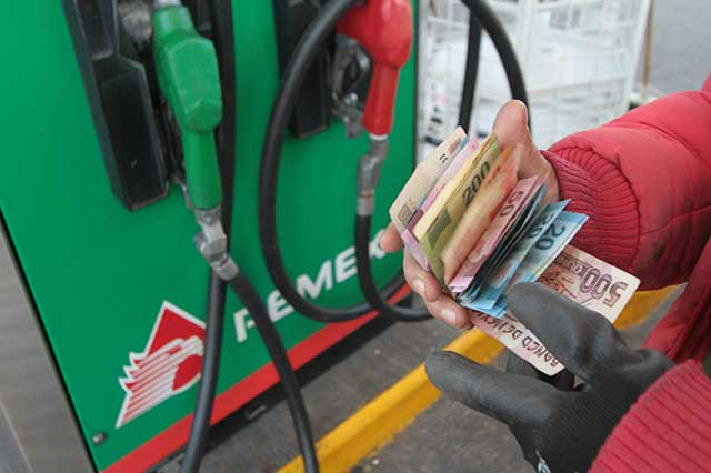 Prevén gasolinazo de hasta 20 pesos por litro en 2018