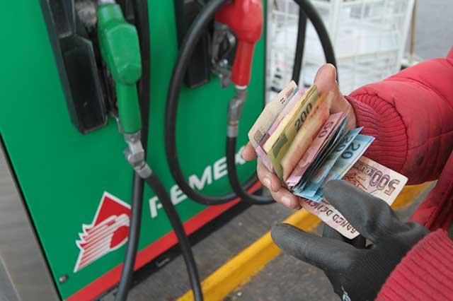 Desmienten que el precio del litro de gasolina vaya a aumentar 3 pesos