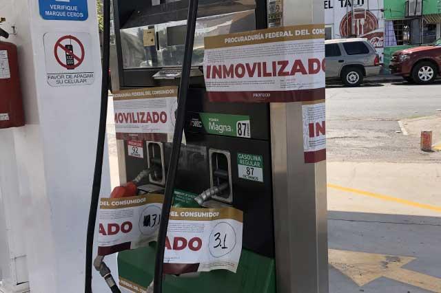 Cancelan bomba a gasolinera de Puebla por litros incompletos
