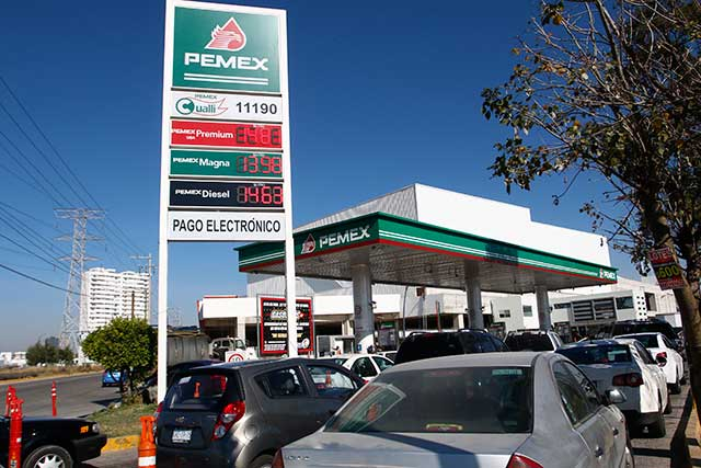 Gasolineras están con Pemex pero cambiarían de proveedor