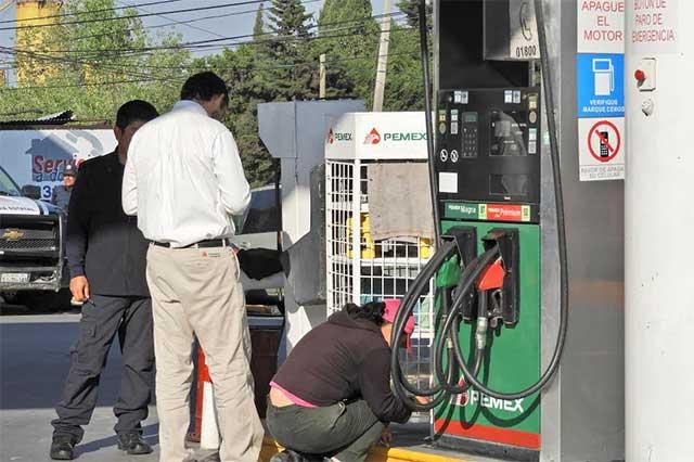 SAT acompañado de militares inicia auditorías en gasolineras de Puebla