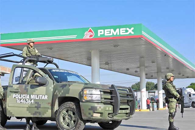 SAT y Pemex inspeccionan 5 gasolineras en busca de huachicol