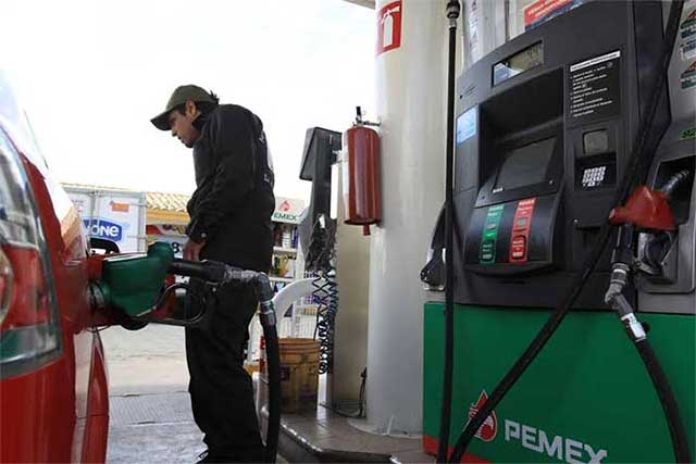 Gasolineros retan a Javier Lozano a que presente denuncias formales