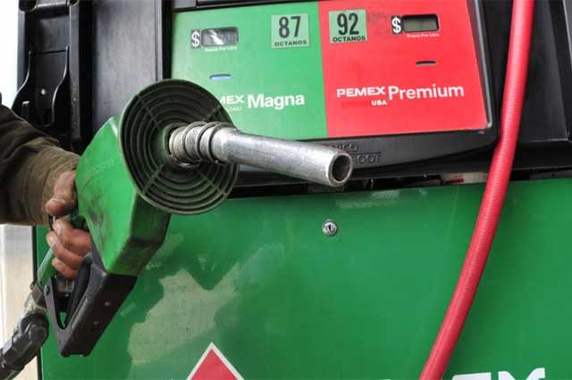 Gasolineros justifican alza en precios por aumentos de Pemex