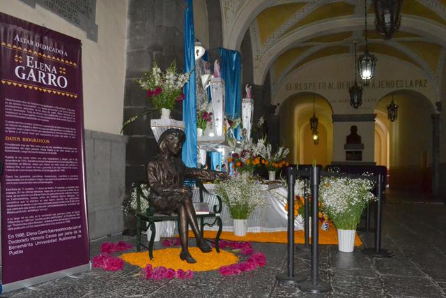 Dedica la BUAP ofrendas a tres destacadas mujeres de Puebla