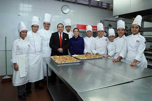 Estudiantes de gastronomía harán prácticas en centros de SMDIF