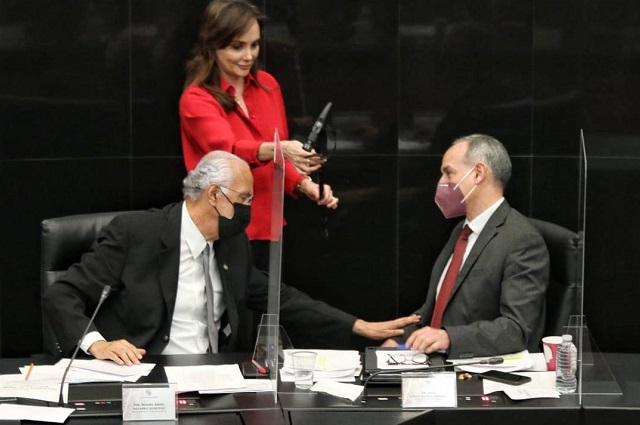 Comparece López Gatell en el Senado y PAN lo llena de epítetos