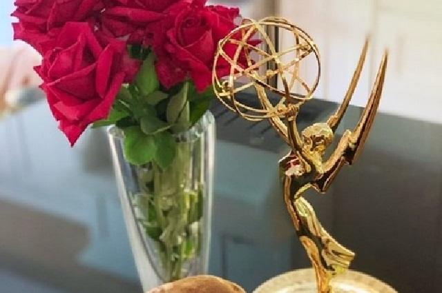 Mira el recipiente fifí de gel antibacterial de los Emmy 2020