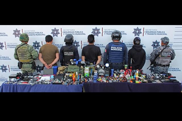 Hasta granadas de juguete decomisan a ambulantes en Puebla