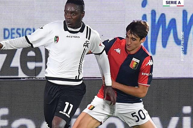 Johan Vásquez juega los 90 min. en empate del Genoa