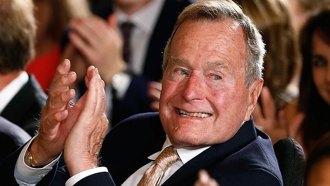 Hospitalizan otra vez al ex presidente George H. W. Bush