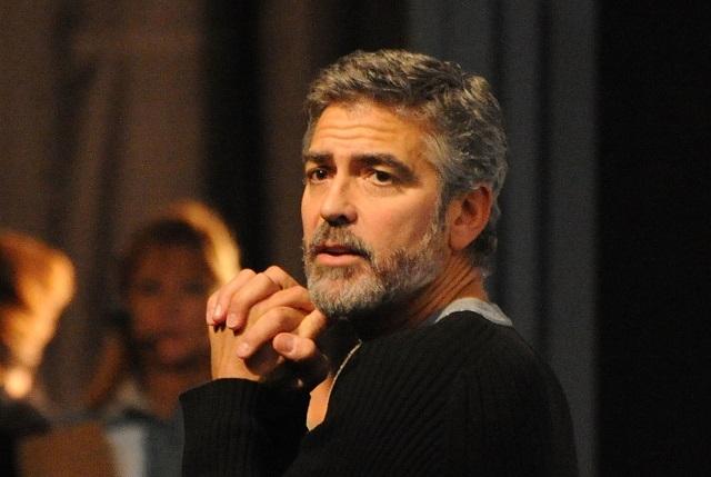 George Clooney sufre accidente en motocicleta durante paseo en Italia