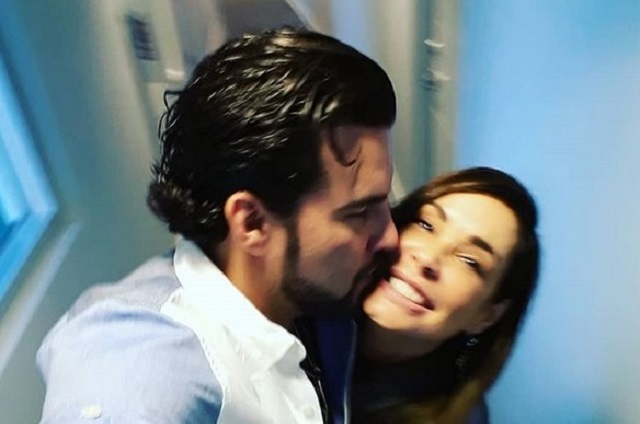 Gerardo Bazúa estrena romance y comparte foto con ella