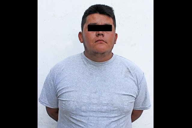 Se llevaban con grúa un auto en el barrio de Los Remedios, en Puebla