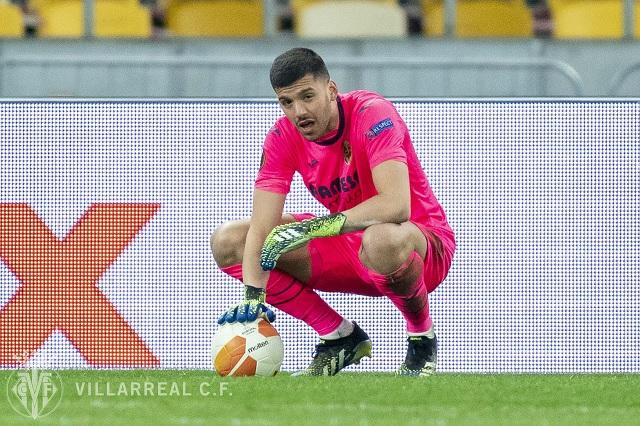 Gerónimo Rulli, arquero del Villarreal, termina noqueado en Europa League