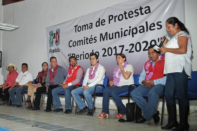 Toma protesta Estefan a dirigentes del PRI en Xochitlán