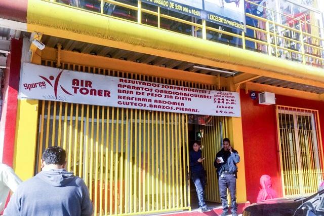 Sujetos armados levantan a un joven en gimnasio de La Flor