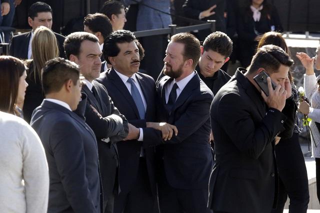 Asisten gobernadores al funeral de Alonso y Moreno Valle