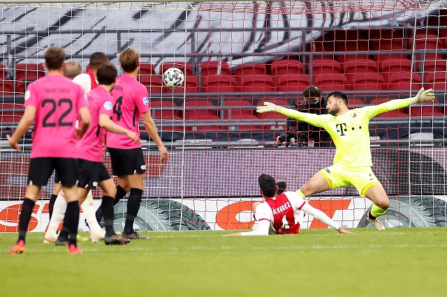 Edson Álvarez anota y rescata el empate del Ajax ante Utrecht