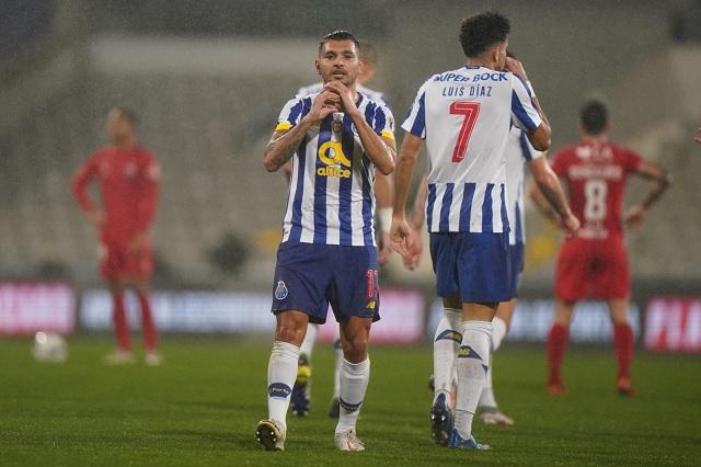 'Tecatito' Corona anota su primer gol del 2021 en Copa de Portugal
