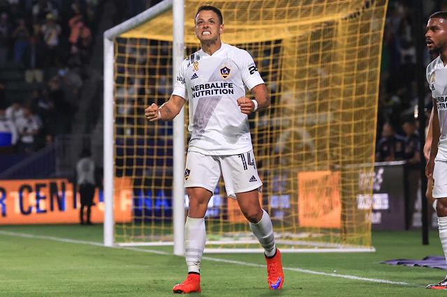Chicharito y Chofis López sellan con goles 'noche mexicana' en MLS