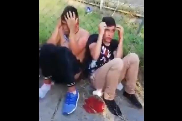 Vecinos detienen y golpean a jóvenes asaltantes en Guadalajara