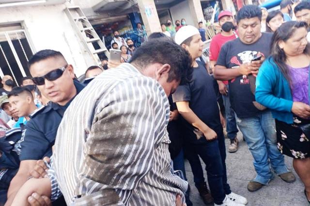 Golpean a uno que se metió a robar tienda en Huauchinango