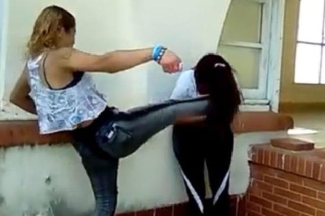 VIDEO: Encara a la amante de su novio y le propina salvaje golpiza