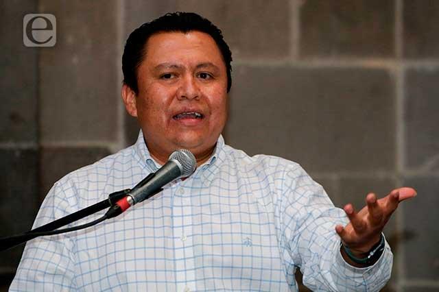 Niega líder sindical dar plazas a su familia ante salida de Rivera