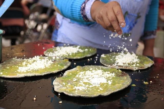 ¿Comer tortillas, gorditas y tamales da cáncer? Especialista advierte riesgos