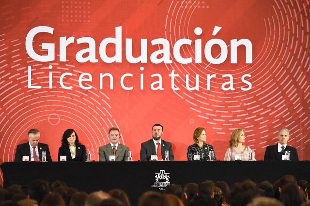 Llaman a egresados de la Ibero a transformar la sociedad