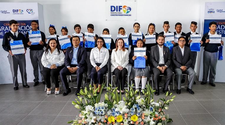 Alumnos del Centro de Día terminan estudios y los acredita el IEEA