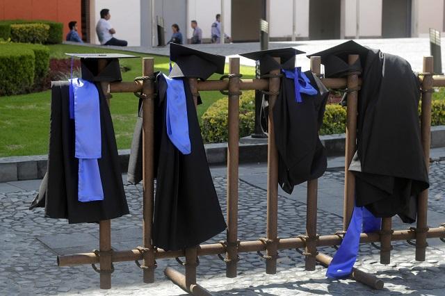 Proponen que universidades cubran gastos de titulación