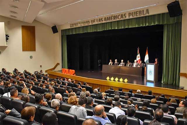 Se gradúan 117 estudiantes de maestrías en Educación, de la UDLAP