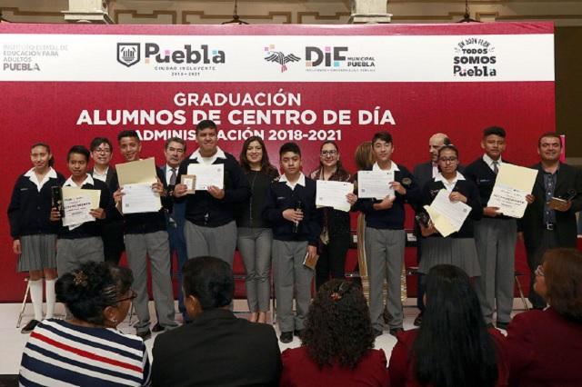 Se gradúan alumnos del Centro de Día, del SMDIF
