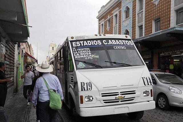 Hallan muerto a hombre mayor en casa de centro de Puebla