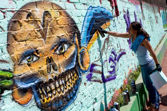 Apuestan al arte urbano para combatir vandalismo en el barrio de Santiago