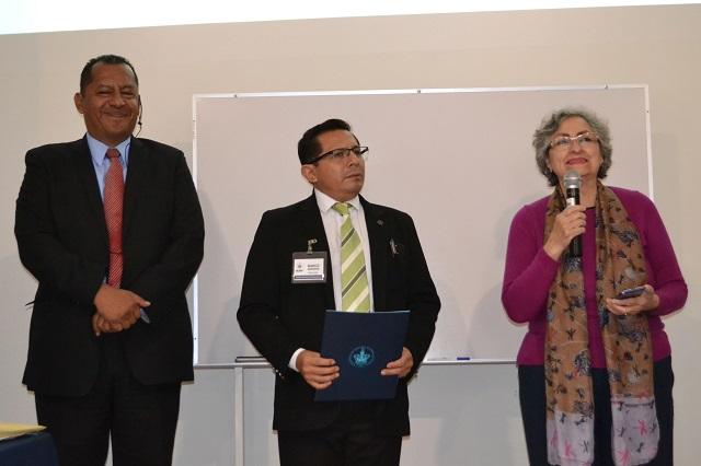 Llama Grajales a preservar memoria histórica de la BUAP