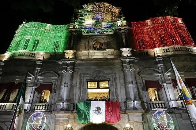 Sólo 400 personas en el zócalo de Puebla para el Grito